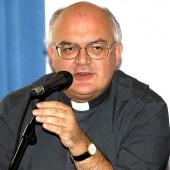 Mons. Perego: gestire l'immigrazione a partire dal territorio